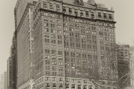 Once upon a time in America, originally uploaded by Werner Kunz (werkunz1). Especially in Down Town Manhattan it is facinating how old these tall buildings are and how rich they […]